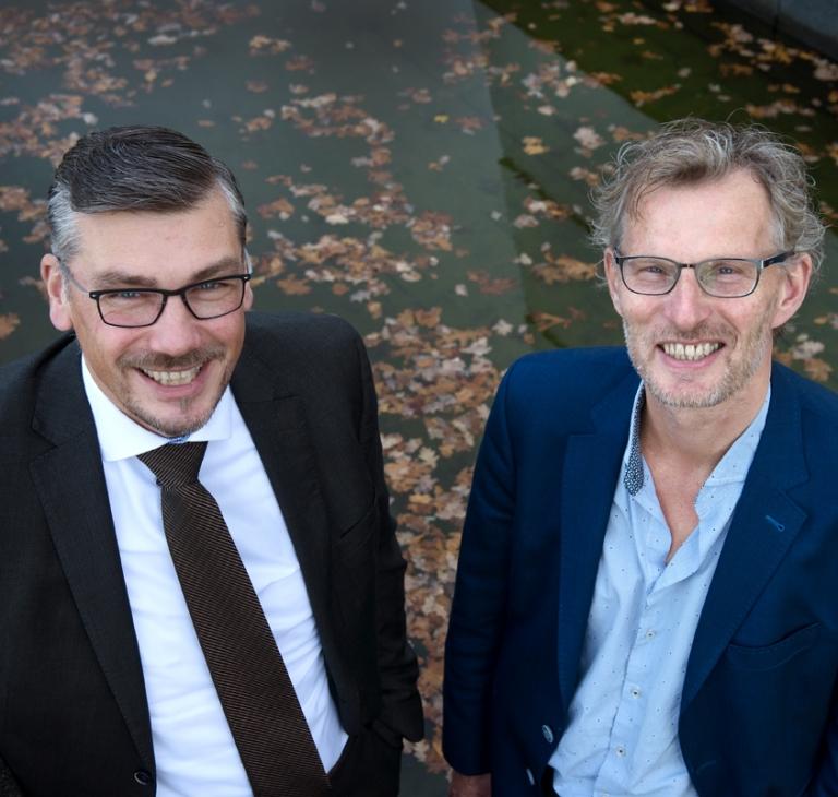 Jan Polkerman en Peter Straatsma – Jan Polkerman directeur STS en GBS belastingdienst Peter Straatsma afdelingshoofd STS Bouwblokken en Ontwikkelservices
