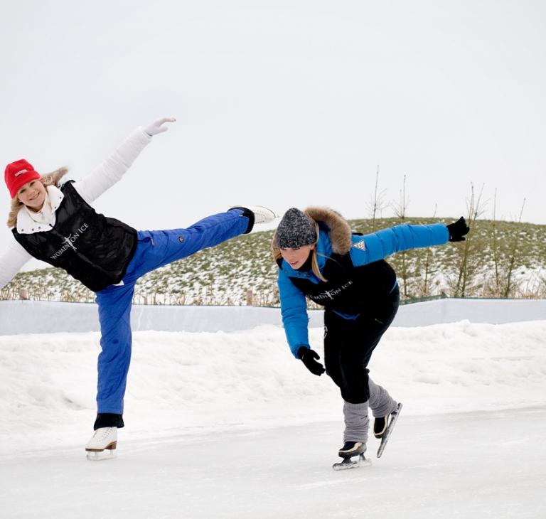 Annemarie Thomas-schaatser en Karen Venhuizen-kunstschaatser