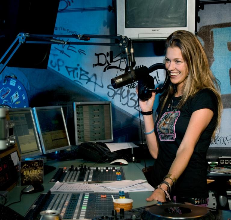 Annemieke Schollaardt – dj